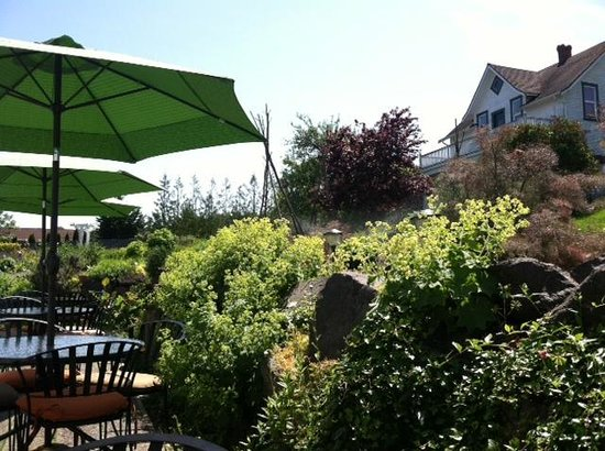Nourish Sequim: Patio Seating