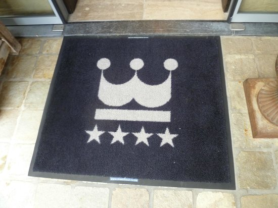 Hotel Prinsenhof Bruges : The welcome mat, just outside of the front door of the hotel