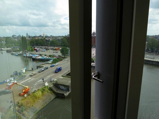 DoubleTree by Hilton Hotel Amsterdam Centraal Station: Window is openable