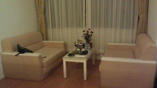Hanoi Royal Palace Hotel 2: A nice room.