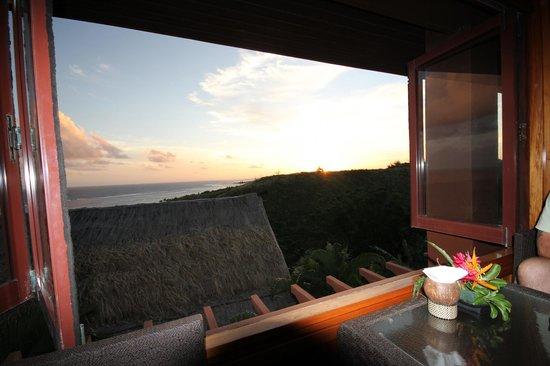Outrigger Fiji Beach Resort : Bar up top