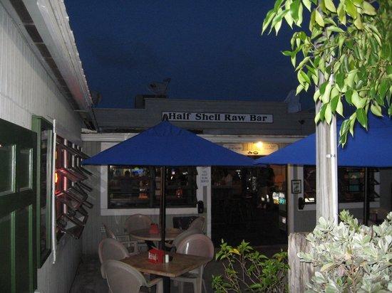 Half Shell Raw Bar: Outdoor seating