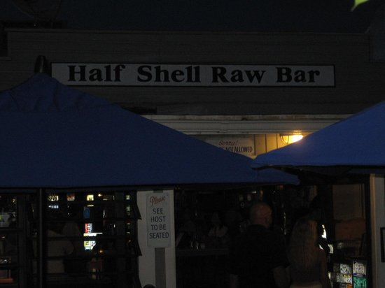 Half Shell Raw Bar: Outdoor and indoor seating