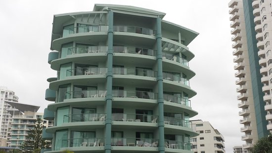 Emerald Sands : View of the apartments from the beach
