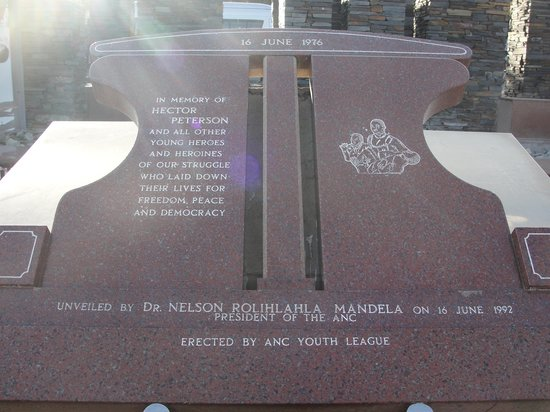 Hector-Pieterson-Museum: A memorial outside of the museum
