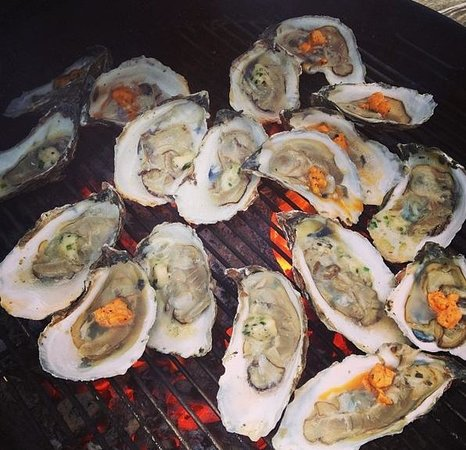 Winslow's Tavern : Grilled Oysters