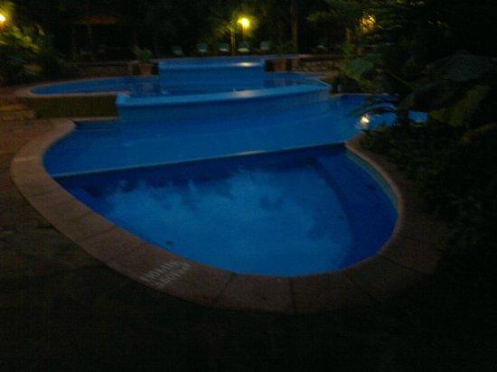 La Aldea de la Selva Lodge : piscinas