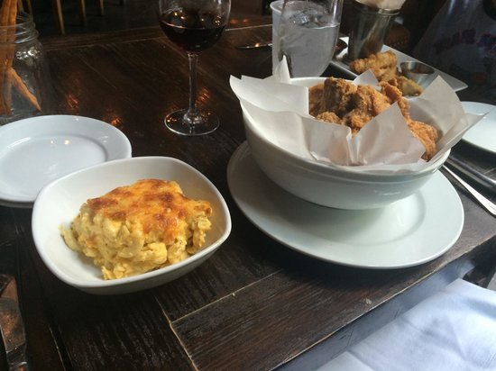 The Olde Pink House : Max's Chicken and side of macaroni and cheese