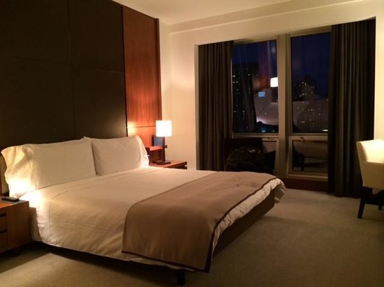 Langham Place, New York: bedroom