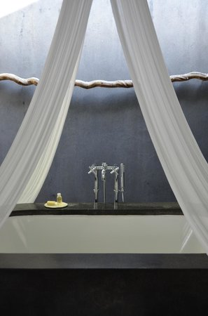 COMO Uma Ubud: Water Garden Rooms (#17) bathroom