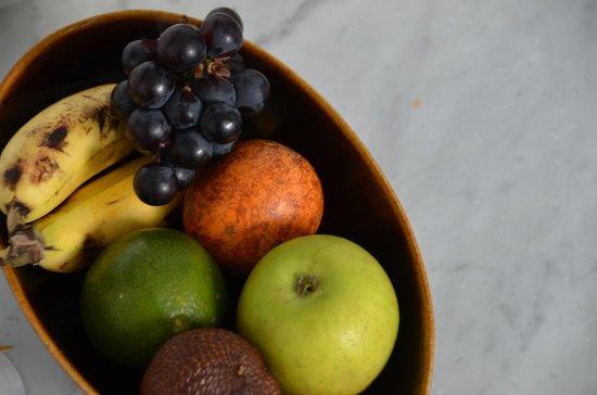 Uma by COMO, Ubud: Fruit Basket in Room