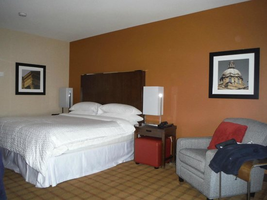 Four Points by Sheraton Edmonton Gateway : Awesome Bed