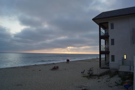 Beach Terrace Inn : Ocean Front building, on beach