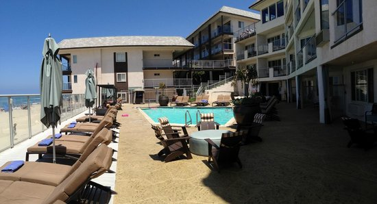 Beach Terrace Inn: View of 3 buildings and pool/deck area