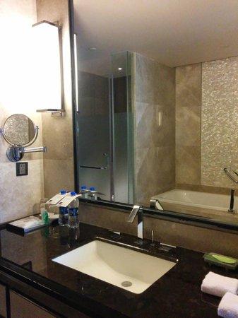 The Westin Pazhou: Bathroom