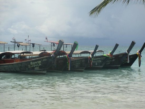 Zeavola Resort : Find your own BOAT driver and pay him well and enjoy ....