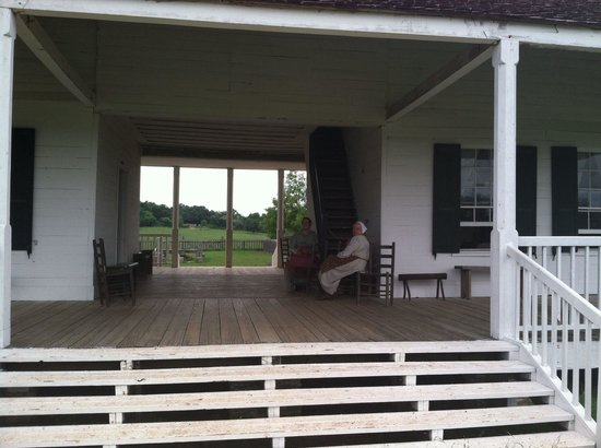 Washington-on-the-Brazos: Dogrun porch
