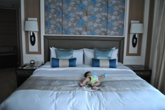 Edsa Shangri-La: The King-sized bed for our little prince