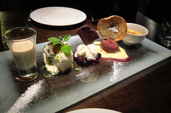 Crizia: Dessert Sampler for two.