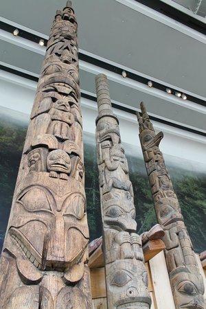 Musée canadien de l'histoire : totem poles in the main hall