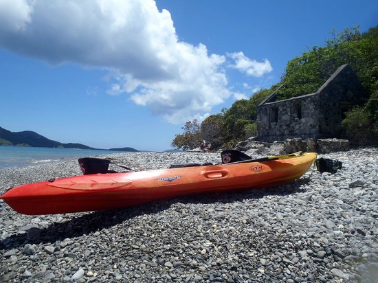 Whistling Cay: Kayak near the ruins