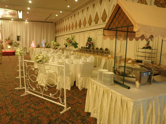 Kartika Chandra Hotel: Dining tables