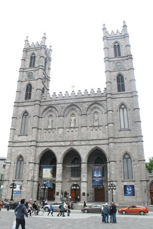 Basilique Notre-Dame de Montréal : from the outside - it was closed when we went :(