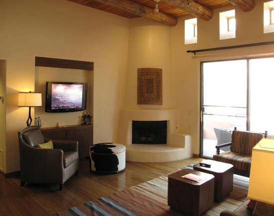 Enchantment Resort : Suite 08 Livingroom