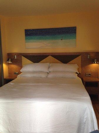 Barcelo Castillo Beach Resort: Small bed room