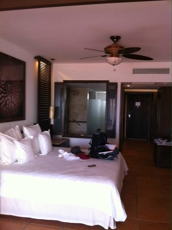 Hyatt Ziva Los Cabos : Comfy bed with great bedding & loved the shower