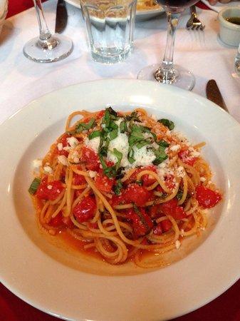 Piazza Italia: Spaghetti Napoli with fresh cherry tomatoes