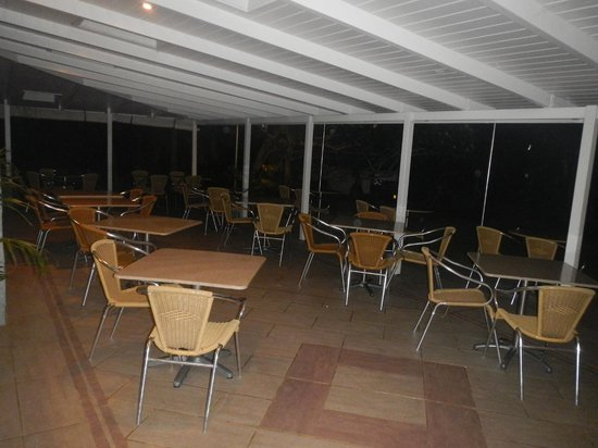 Pinetrees Lodge : Dining area at night