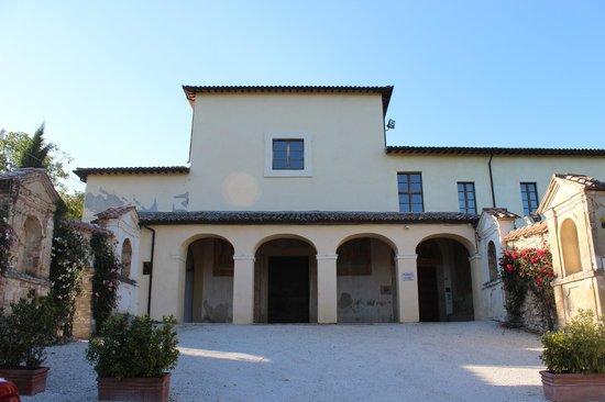 Residenza San Pietro Sopra Le Acque: Вход в отель
