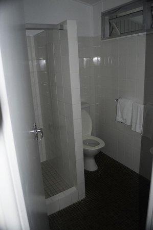 Pinetrees Lodge: Bathroom