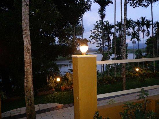 Karapuzha Village Resort: Evening view