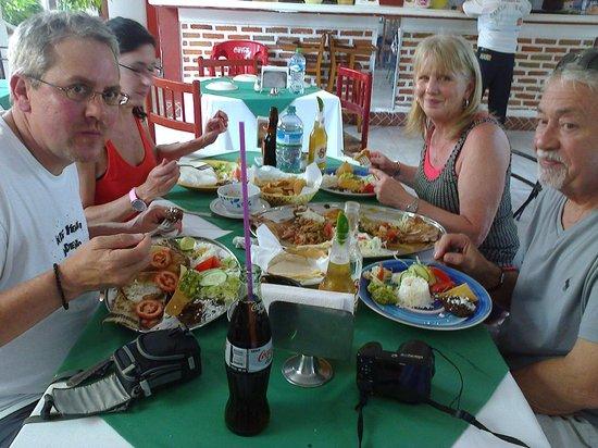 En Costa Brava tu comes como en familia