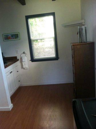 Islander Inn: Sink, dresser, back window