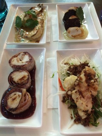 2 Fish Restaurant: Share platters - tiger prawns, crocodile tails, Moroton bay bugs and scallops