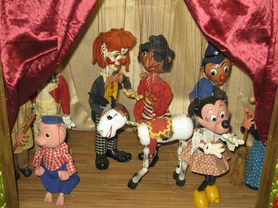 Brighton Toy and Model Museum: Pelham puppets