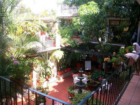 Hotel Posada de Roger : courtyard