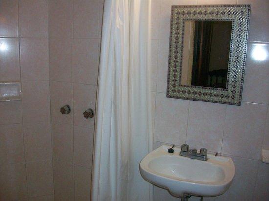 Hotel Posada de Roger: bathroom