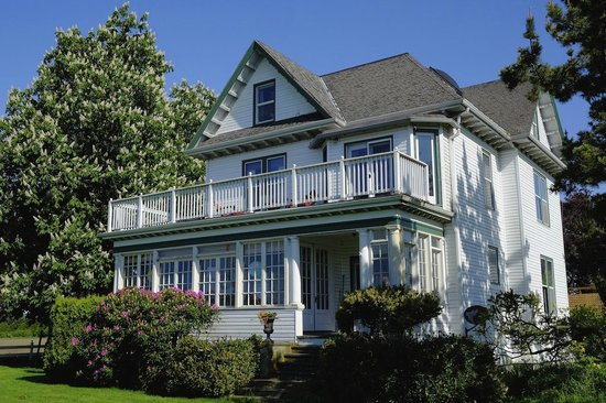 The Armstrong House : Turn of the century farmhouse converted to B&B