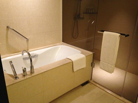 Sheraton Grand Incheon Hotel : bathtub