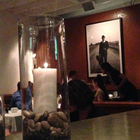 Hal's Bar & Grill : Stylish interior decor