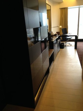 Sheraton Grand Incheon Hotel : view of room from entry way