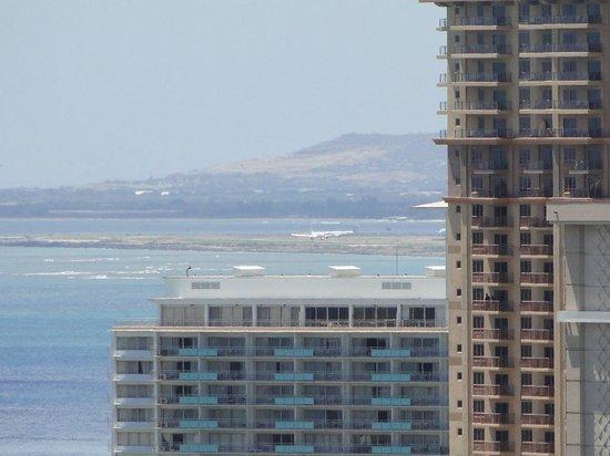 Aqua Skyline at Island Colony: Widok na lotnisko