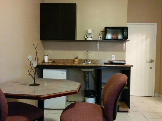 Bonnyville Hotel: Kitchenette