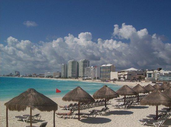 Krystal Grand Punta Cancun: playa preciosa como alberca