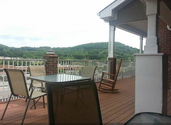 Country Inn & Suites By Carlson, Boone: Porch for Breakfast or Just Sitting