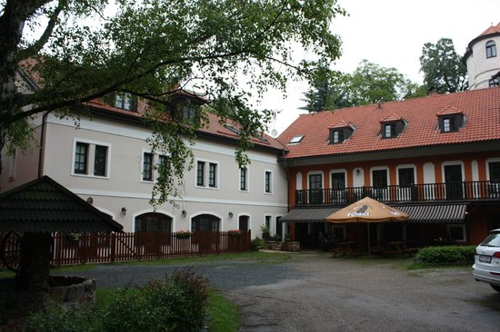Pension Vetrnik: Front view of the pension